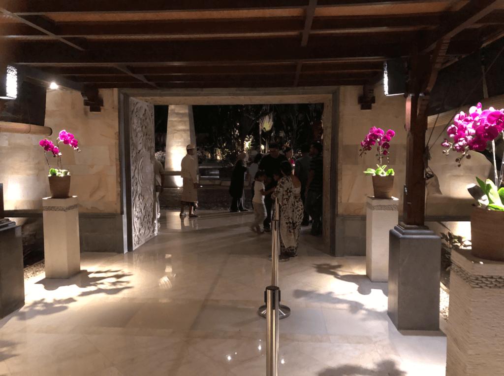 アヤナホテルのエントランス