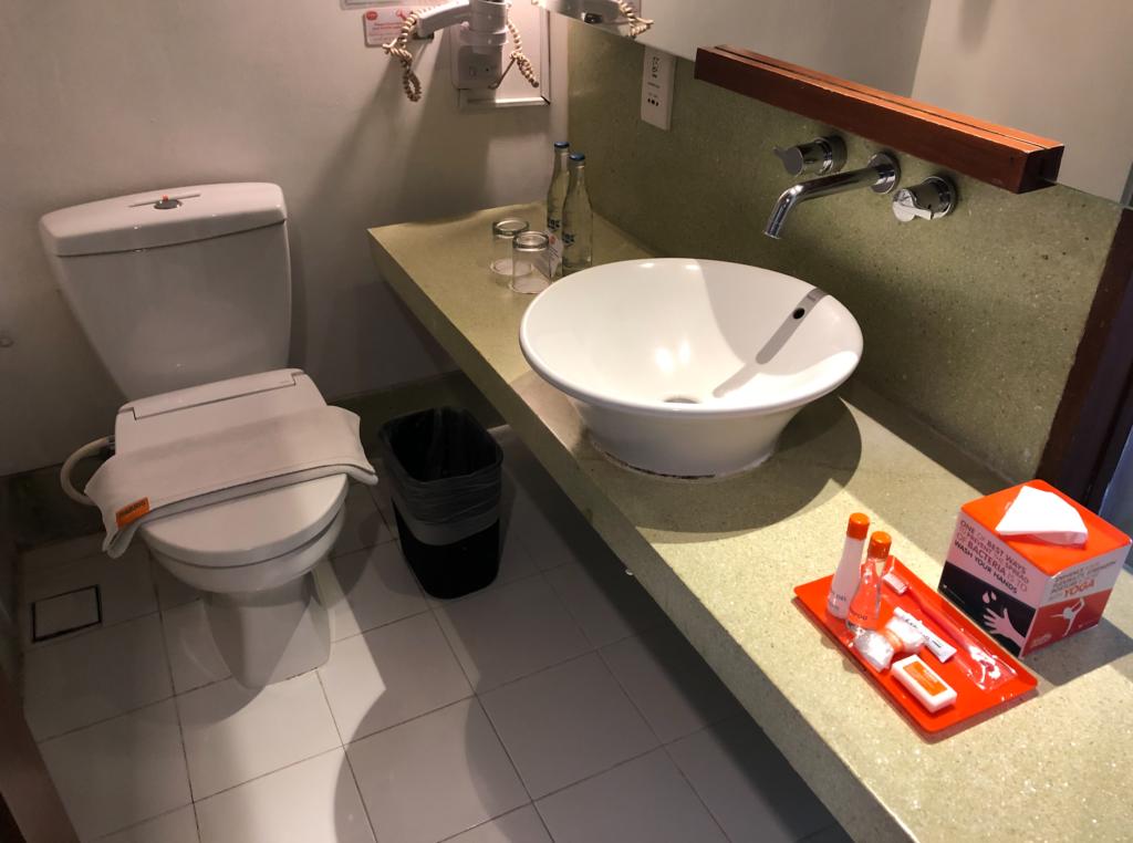 ハリスホテルのシャワーとトイレ